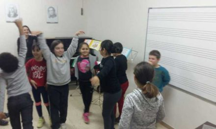 Clase de educación de oído,  interpretación y expresión corporal